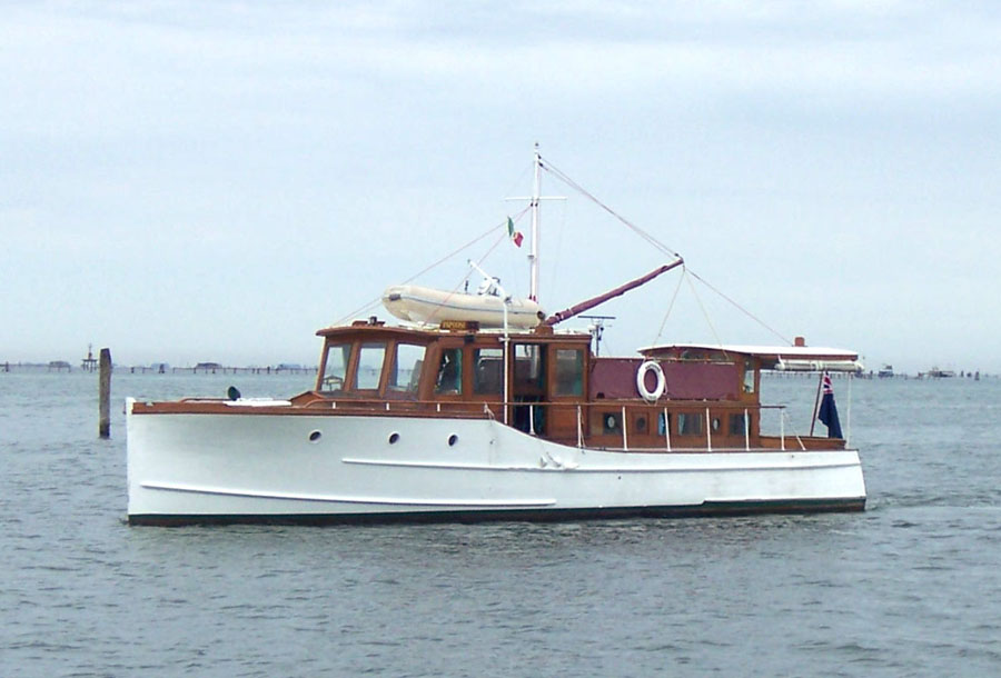 Classic Motor Yacht Papoose Wooden Gentleman S Cruiser A